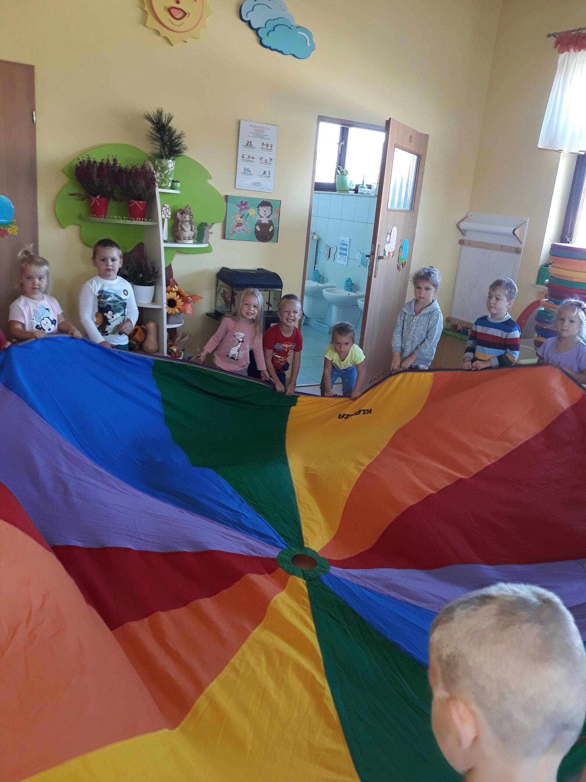 Biedronki- zabawy na dzień przedszkolaka