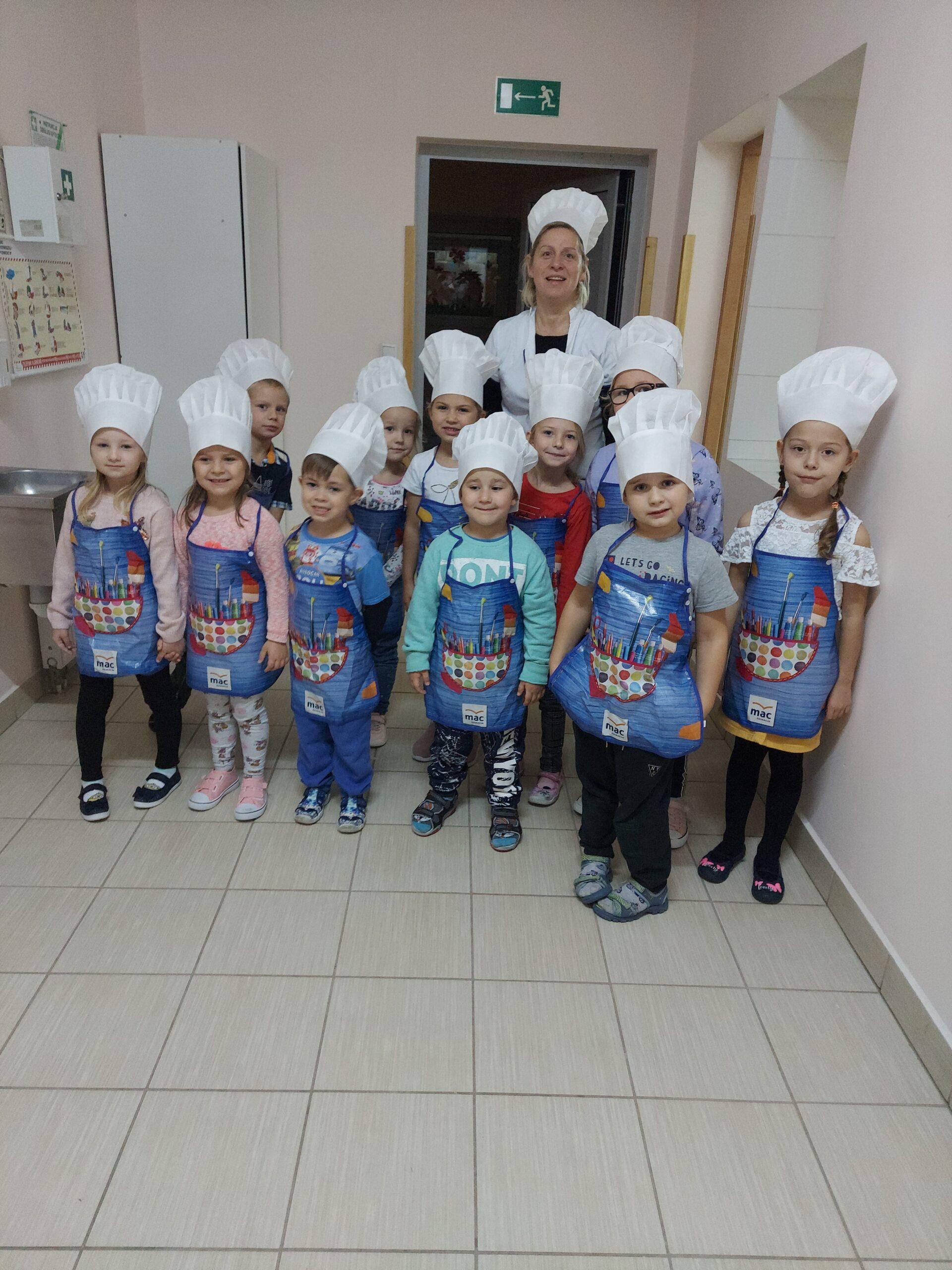 Muchomorki na warsztatach kulinarnych w kuchni